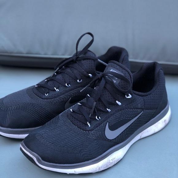 hot sale online 8b9fb efb2d Black nike free trainer V7 shoes. M 5cb91025bbf0769816a3b6b9